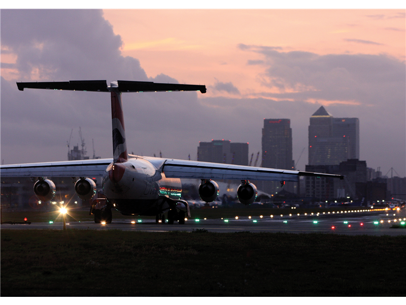 Avro RJ100 at London City